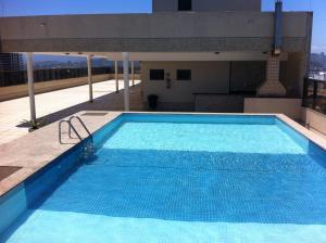 Het zwembad bij of vlak bij Flat Ed Praia Dourada