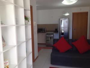 Een keuken of kitchenette bij Flat Ed Praia Dourada