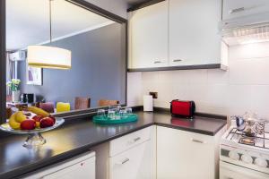 Una cocina o zona de cocina en La Sebastiana Suites