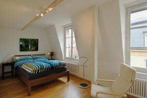 A bed or beds in a room at Apartments Justingerweg