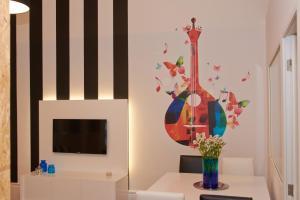 A television and/or entertainment center at Bolhão Nobre Apartments