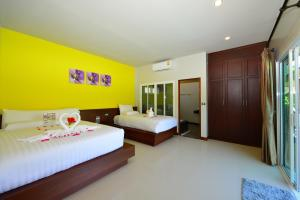 A bed or beds in a room at Ban Thai Villa