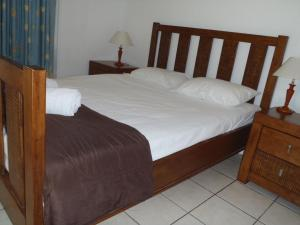 A bed or beds in a room at Beachside Holiday Units