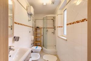 A bathroom at Aurelia Vatican Apartments