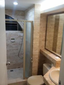 A bathroom at Ralph Anthony Suites