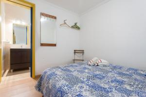 A bed or beds in a room at Alfama's Nest