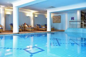 Het zwembad bij of vlak bij Pestana Miramar Garden & Ocean Hotel