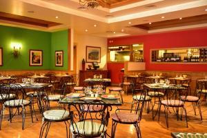 Een restaurant of ander eetgelegenheid bij Pestana Miramar Garden & Ocean Hotel