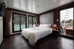 Du thuyền Aclass Cruise