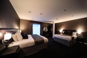 A bed or beds in a room at EPIC Apart Hotel - Seel Street