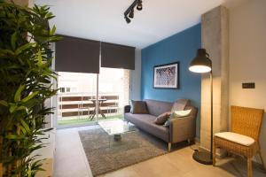 A seating area at Granada Home Centro