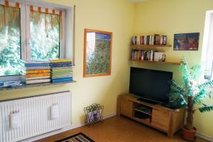 A television and/or entertainment center at Ferienwohnung Bed ohne Breakfast