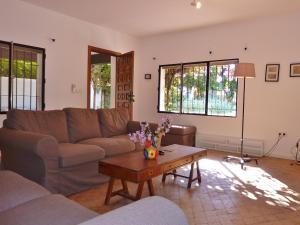 A seating area at Villa La Abadesa