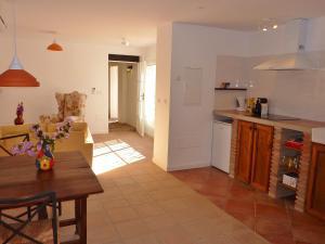 A kitchen or kitchenette at Villa La Abadesa