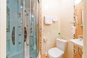 Ein Badezimmer in der Unterkunft Nevsky Express