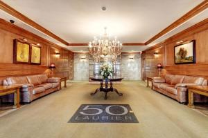 The lobby or reception area at 50 Laurier Apartments by Corporate Stays