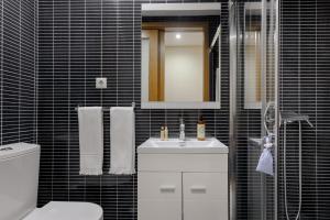 A bathroom at Chateau Apartments