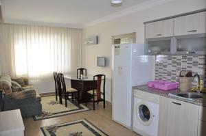Virtuvė arba virtuvėlė apgyvendinimo įstaigoje Hotel Anadolu