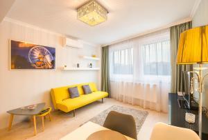 Een zitgedeelte bij Royal Danube Apartments