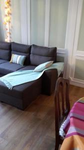 A seating area at Le Saint Leonard... Il est Vert