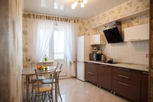 Кухня или мини-кухня в Apartment Ternopolskaya 18