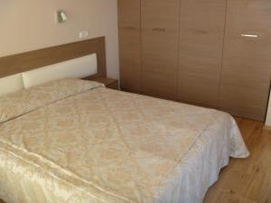 A bed or beds in a room at Pomorie Bay Apartments