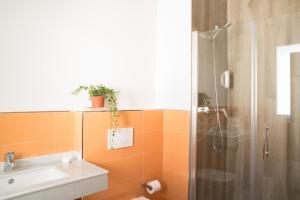 Un baño de Apartamentos Campo Del Príncipe