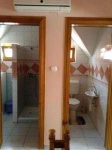 Koupelna v ubytování Szemán Apartman
