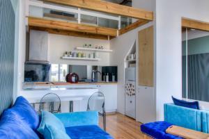 A kitchen or kitchenette at Your OWM Porto