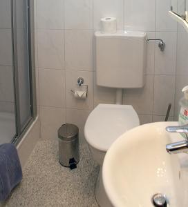 Ein Badezimmer in der Unterkunft Weinstube Schwarzamsel