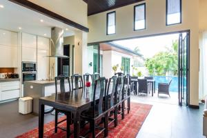 A restaurant or other place to eat at Baan Mandala Arnalia Villas