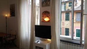 A television and/or entertainment centre at Civico 3