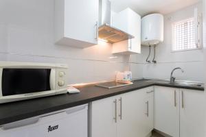 A kitchen or kitchenette at Las Palomas Apartments Econotels