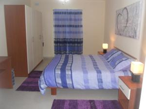A bed or beds in a room at Mellieha Centre Apartments
