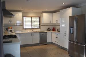 A kitchen or kitchenette at Bellbird Charm