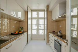A kitchen or kitchenette at Bairro Alto Apartments by linc