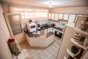 A kitchen or kitchenette at Casa Flor de Lis