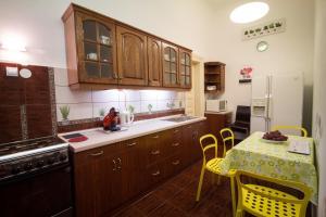 Kuchyňa alebo kuchynka v ubytovaní Historical Center Apartment
