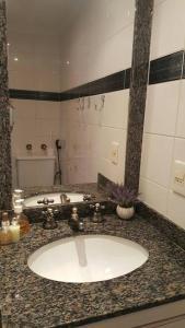 A bathroom at Flat Guarujá Four Seasons
