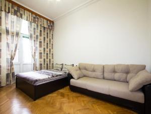 A seating area at ApartLux Sadovo-Triumfalnaya
