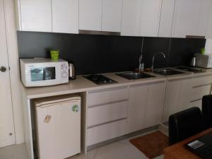 A kitchen or kitchenette at Paradise Park By Glen