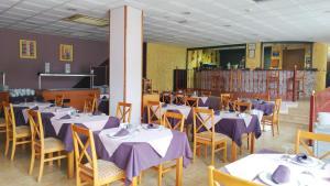 Een restaurant of ander eetgelegenheid bij Hotel-Apartamentos Andorra