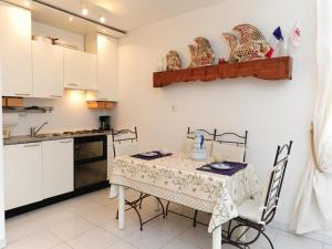 A kitchen or kitchenette at Le Corail Five stars Holiday House