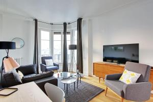 A seating area at Pick A Flat's Saint Michel / Sommerard Apartments