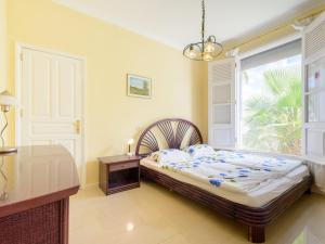 A bed or beds in a room at Villa Fortuna