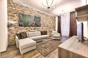 A seating area at Apartments Krizovnicka