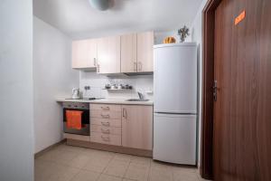 Kuchnia lub aneks kuchenny w obiekcie Gim Apartments