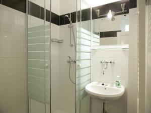 A bathroom at Flatprovider Classy Martin Apartment