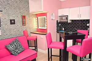 A kitchen or kitchenette at Town Clock Apartments