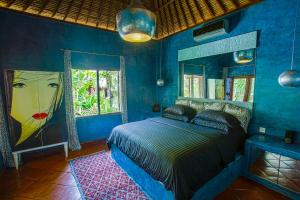 A bed or beds in a room at Uluwatu Beach House